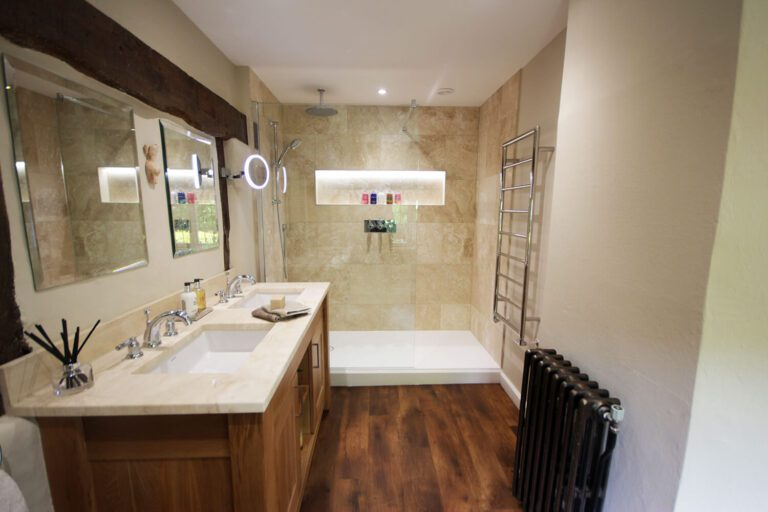 A traditional style en-suite with walk in shower.