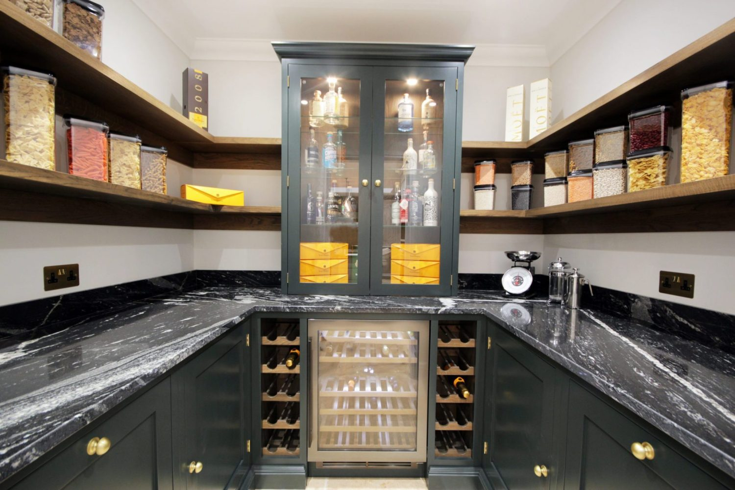 In-Frame-Shaker-walk-in-pantry-display-2-scaled