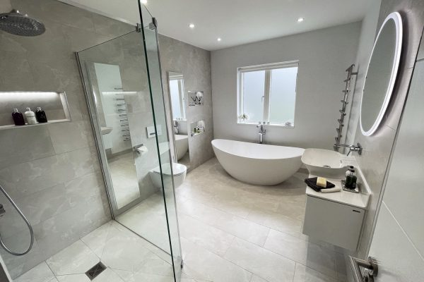 1. Light and bright. A large family bathroom tiled with Moon Onyx tiles from Minoli.